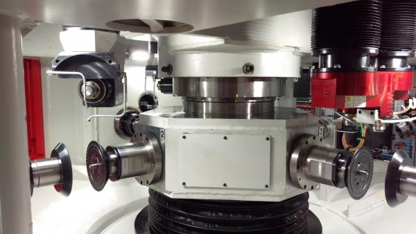 ROTARY TABLE WITH CLAMPING DEVICE